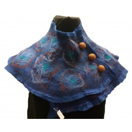 Handtovad sjal, blå med ullknappar