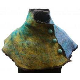 Handtovad sjal, grönblå med ullknappar
