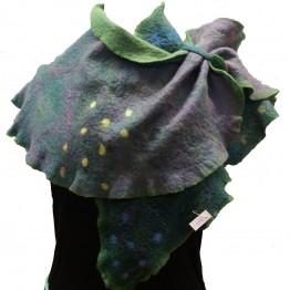 Handtovad sjal, grön med prickar