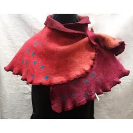 Handtovad sjal, röd med prickar