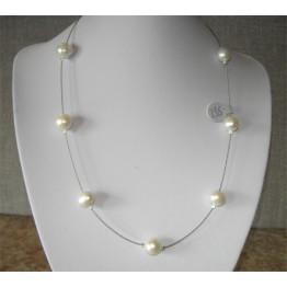 Halsband med 7 sötvattenpärlor.